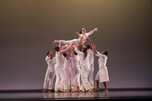 Isabella Del Priore '19 is lifted during the Fall Dance Concert. DREW PERLMUTTER/THE BATES STUDENT