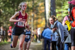 Olivia LaMarche '20 runs to a n eighth place finish. BREWSTER BURNS FOR BATES COLLEGE.