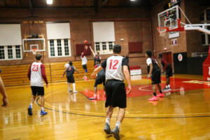 Men's basketball team practices in Alumni Gym to get ready for upcoming season . SARAH dU PONT/THE BATES STUDENT
